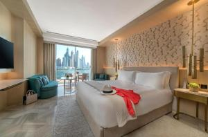 A bed or beds in a room at Five Palm Jumeirah Dubai