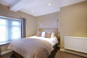 A bed or beds in a room at 1885 the Venue - Pub, Restaurant, Rooms & Function House
