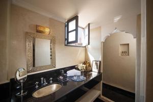 Ein Badezimmer in der Unterkunft Riad Star by Marrakech Riad