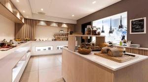 Kjøkken eller kjøkkenkrok på Comfort Hotel Victoria Florø