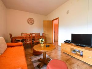 A television and/or entertainment centre at Holiday Home Patrik