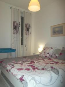 A bed or beds in a room at Appartement Malo