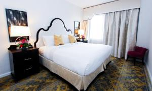 A bed or beds in a room at The Churchill Hotel Near Embassy Row
