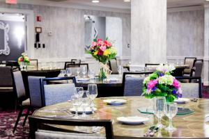 A restaurant or other place to eat at The Churchill Hotel Near Embassy Row