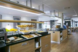 A restaurant or other place to eat at Holiday Inn Express Amsterdam - Schiphol, an IHG Hotel