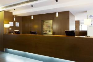 El vestíbulo o zona de recepción de Holiday Inn Express Barcelona City 22@, an IHG Hotel