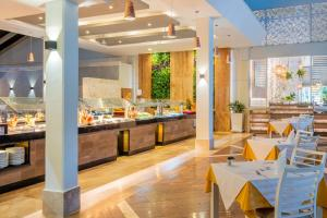 A restaurant or other place to eat at Vista Sol Punta Cana Beach Resort & Spa - All Inclusive