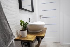 A bathroom at Vizzit Us Premium Apartments