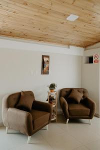 A seating area at Atusparia Guest House Huaraz
