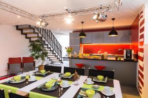 Ein Restaurant oder anderes Speiselokal in der Unterkunft B&B 7e Art