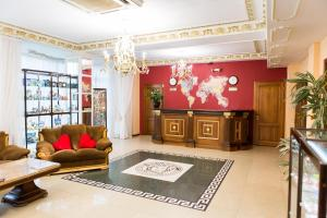 The lobby or reception area at Hotel Victoria