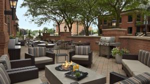 A restaurant or other place to eat at TownePlace Suites by Marriott Windsor