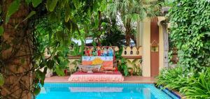 Der Swimmingpool an oder in der Nähe von Areindmar Hotel