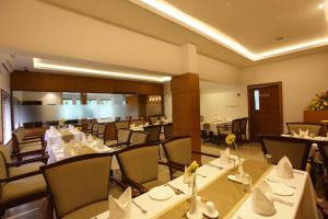 A restaurant or other place to eat at Hotel Samudra