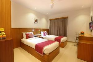 A bed or beds in a room at Hotel Samudra