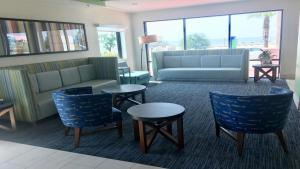 A seating area at Holiday Inn Express - Biloxi - Beach Blvd, an IHG Hotel