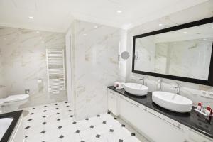 Een badkamer bij Austria Trend Parkhotel Schönbrunn Wien