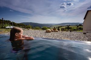Bazén v ubytování Hotel Vega Luhacovice nebo v jeho okolí