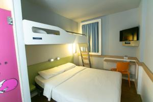 A bed or beds in a room at ibis budget RJ Copacabana