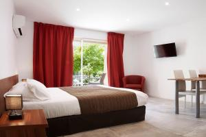 A bed or beds in a room at Hotel & Appartements Acqua Dolce