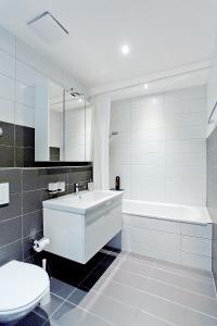 حمام في شقق بريميوم من ليفينغ داونتاون