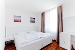 سرير أو أسرّة في غرفة في شقق بريميوم من ليفينغ داونتاون