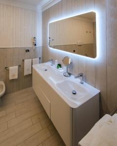 A bathroom at Hotel Ariston