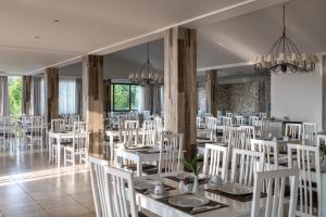 En restaurant eller et spisested på Kassandra Bay Resort, Suites & Spa