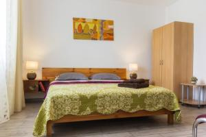 A bed or beds in a room at Harenhaus