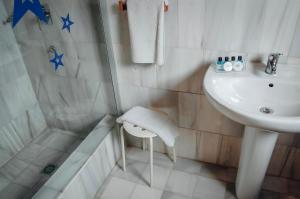 A bathroom at White Nest Hostel