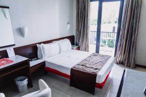 A bed or beds in a room at Mare Hotel
