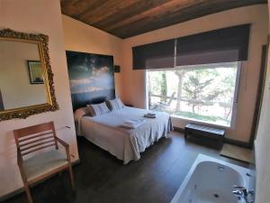 Cama o camas de una habitación en Casas Rurales Los Cortijos