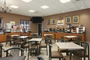 A restaurant or other place to eat at Days Inn by Wyndham Hershey