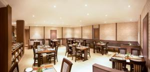 A restaurant or other place to eat at The Lotus Hotel Sameera