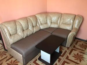 A seating area at Motel Sujet