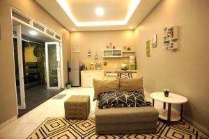 A seating area at SHAKILLA GUEST HOUSE CIANJUR