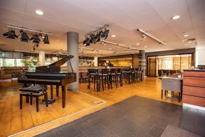Een restaurant of ander eetgelegenheid bij Fletcher Hotel Restaurant Amersfoort