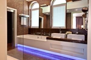 A bathroom at Ostrova Spa Hotel