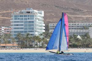 Windsurfing w ośrodku wypoczynkowym lub w pobliżu