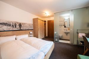 A bed or beds in a room at Haus Gamberg