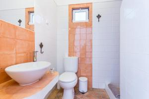 A bathroom at Mértola Natural - Monte da Eirinha
