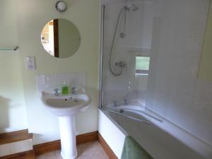 A bathroom at Smallthorns Barn