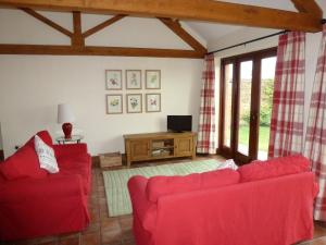A seating area at Smallthorns Barn