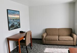 A seating area at Quality Inn & Suites Watertown Fort Drum