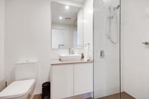 A bathroom at Swainson at Vue