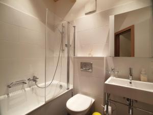 A bathroom at Aramis Penthouse