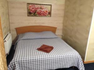 Кровать или кровати в номере Гостиница Сибирячка