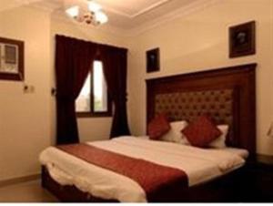 Cama ou camas em um quarto em Al Baron Palace Khobar