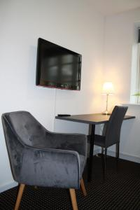 A television and/or entertainment center at Hotel Aarhus City Apartments