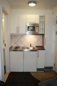 A kitchen or kitchenette at Hotel Aarhus City Apartments